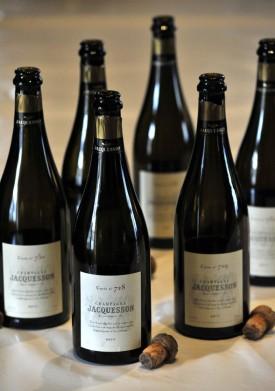 Foto con bottiglie della verticale Jacquesson