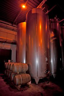 vins de réserve, conservati come assemblaggi con metodo Solera.