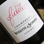 bottiglia di champagne fidèle vouette et sorbée