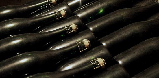 conservare lo champagne con la bottiglia coricata