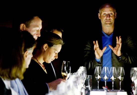 Richard Juhlin e una degustazione di champagne