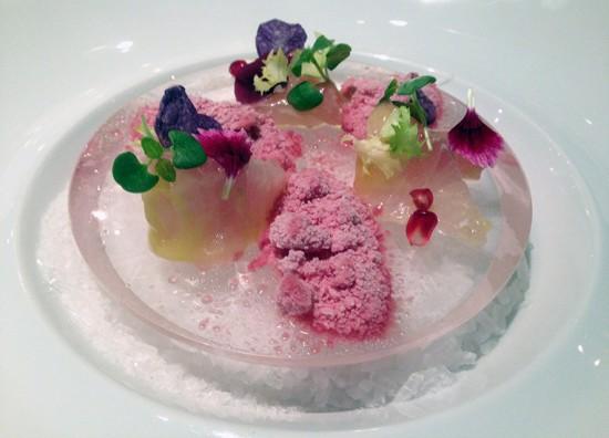 Ricciola marinata all'aceto balsamico bianco con neve di melograno