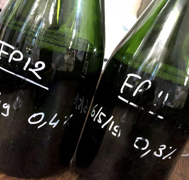 Bottiglie con scritte le percentuali di liqueur, quindi il dosaggio